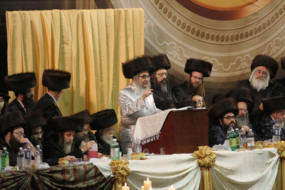 Satmar grand rabbi, Rabbi Aaron Teitelbaum, exhorts his followers to condemn those who insult the President.    (PRNewsFoto/True Torah Jews)