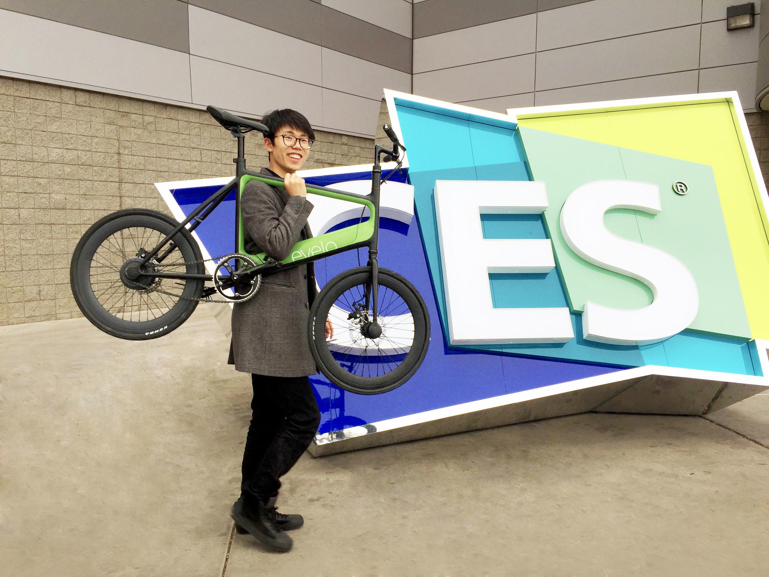 Yunmake CEO Qiu Yiwu with the Yunma EVELO e-bike