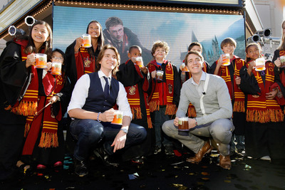 James and Oliver Phelps, who portray Fred and George Weasley in the Harry Potter films, were joined by some special guests to celebrate today's announcement to bring The Wizarding World of Harry Potter - the spectacularly themed environment which debuted in Orlando in June 2010 to Universal Studios Hollywood, with an official Butterbeer toast. Plans to significantly expand The Wizarding World of Harry Potter at Universal Orlando Resort were also announced. Inspired by J.K. Rowling's compelling stories and characters, The Wizarding World of Harry Potter features multiple themed attractions, shops and a restaurant - all faithful to the films.   (PRNewsFoto/Universal Parks & Resorts)