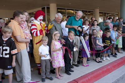 John Boyd III, MD, CEO and chief medical officer of Children's Hospital at Scott & White, is joined by Ronald McDonald, Congressman John Carter, District 31, and former Scott & White pediatric patients during a ribbon cutting ceremony to officially welcome the community to Texas' newest pediatric hospital. The new facility will begin operation October 4. (PRNewsFoto/Scott & White Healthcare, Barry Berenson)