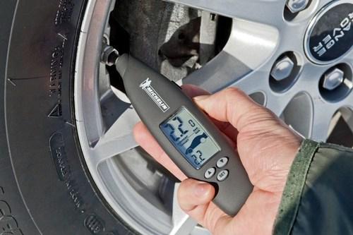 Michelin Online Tire Digest Offers Tire Tips for Hot Summer (PRNewsFoto/Michelin AIM)