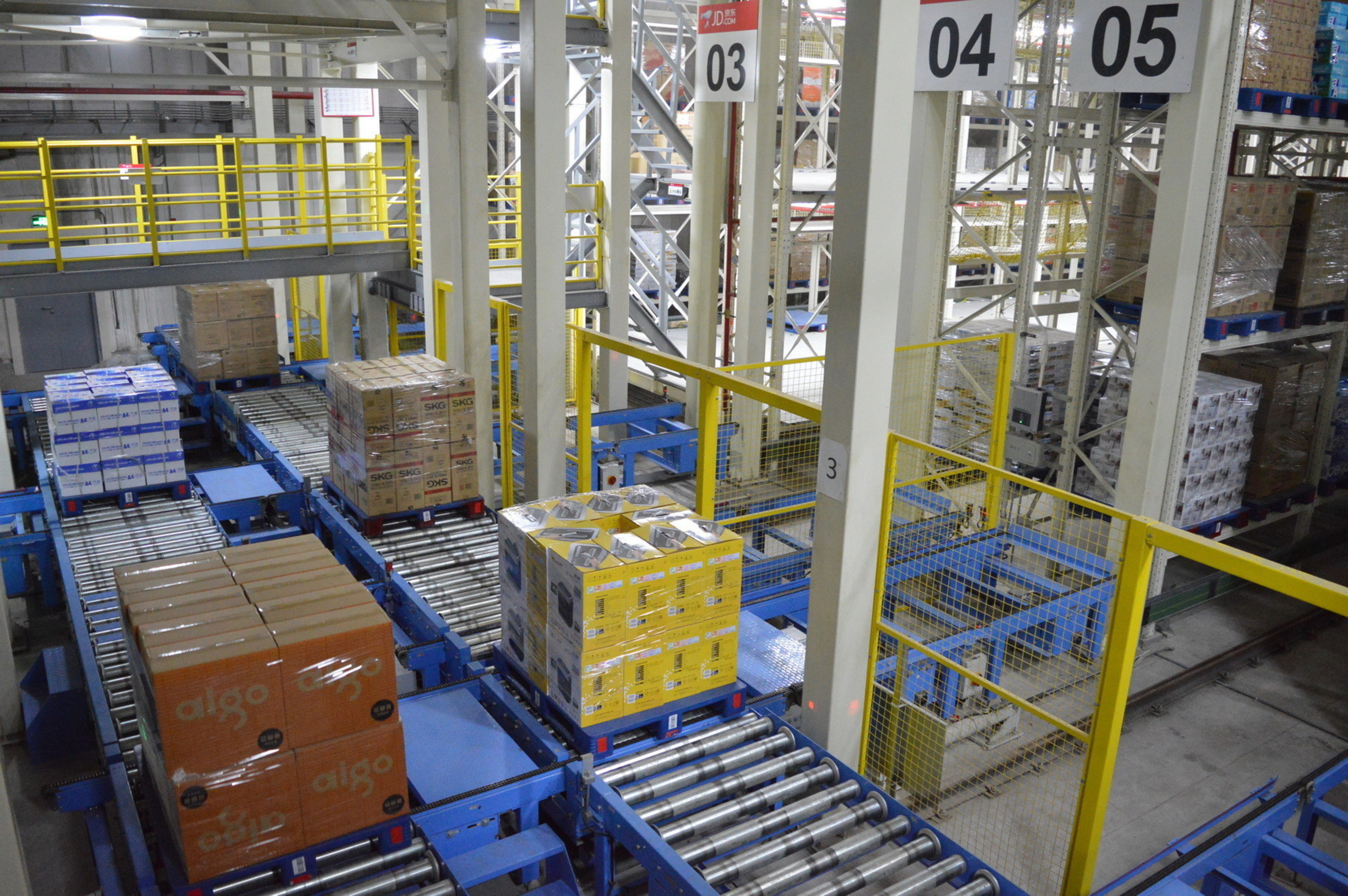 JD.com launched the initial phase of its Asia No. 1 Shanghai warehouse on October 20, 2014