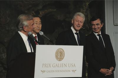 Professor Elie Wiesel (Nobel Prize Laureate) and Ban Ki-moon (UN General Secretary) honoring former President Bill Clinton and Dr. Philippe Douste-Blazy for the ProBono Humanum Award.  (PRNewsFoto/Galien Foundation)