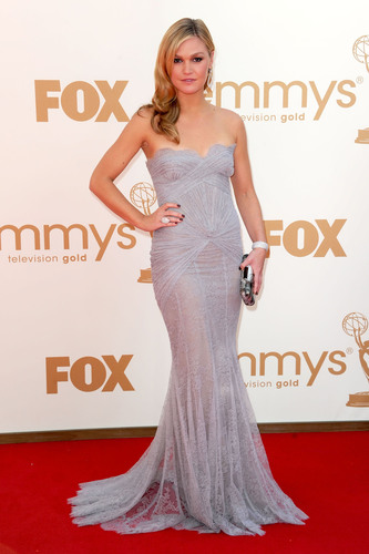 Emmy Nominee Julia Stiles wore Forevermark diamond jewelry to the 63rd Primetime Emmy Awards.  ...