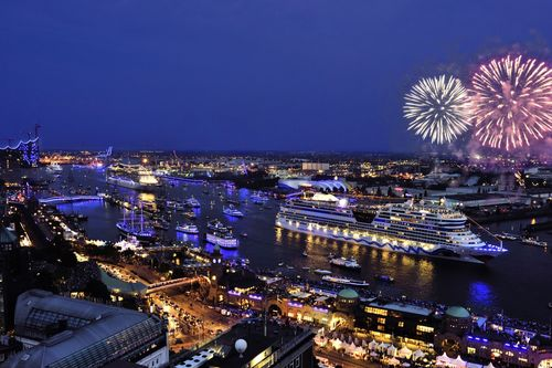 The ultimate highlight of the Hamburg Cruise Days was the spectacular Hamburg Cruise Days Parade on Saturday ...