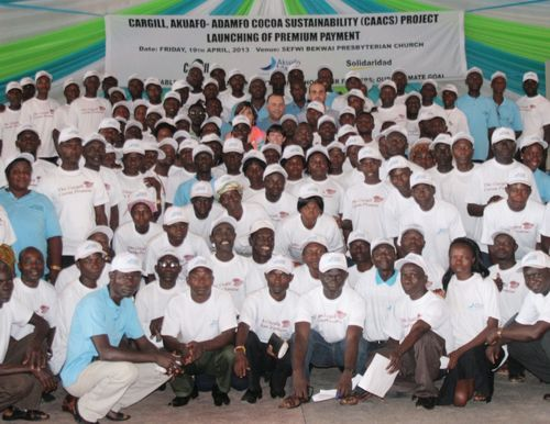 Ghanaian cocoa farmers receive first certification premiums through the Cargill Cocoa Promise (PRNewsFoto/Cargill)