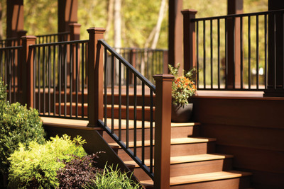 New Trex(R) Reveal(TM) Aluminum Railing spans long lengths for panoramic sightlines from residential decks, patios, balconies and front steps, as well as commercial installations.  (PRNewsFoto/Trex Company)