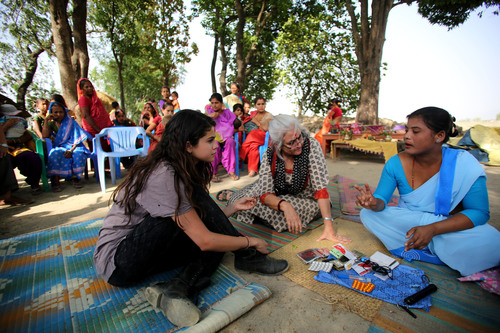 A female Community Health Volunteer sat down with UNICEF Ambassador, Selena Gomez and women and children in a Tharu settlement in Gangaparaspur to share lifesaving practices that reduce illness and death among children in the villages. They also showed routine health monitoring of newborns as well as essential newborn care to mothers. Photo Credit: Courtesy of U.S. Fund for UNICEF/Josh Estey/MatiHati (PRNewsFoto/U.S. Fund for UNICEF)