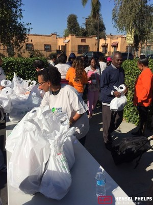 Hensel Phelps community partners participate in sixth annual Thanksgiving Turkey Giveaway. (Photo credit: Hensel Phelps)