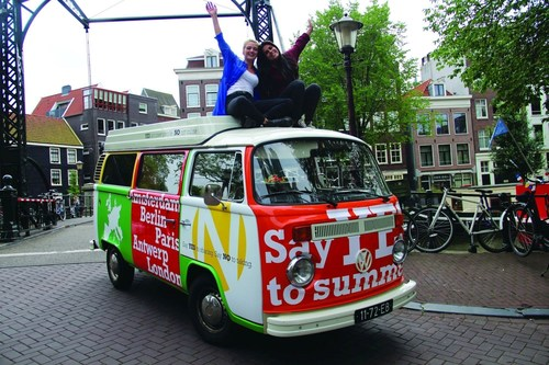 Girls on European road trip say no to false advertising (PRNewsFoto/Say Yes To No) (PRNewsFoto/Say Yes To No)