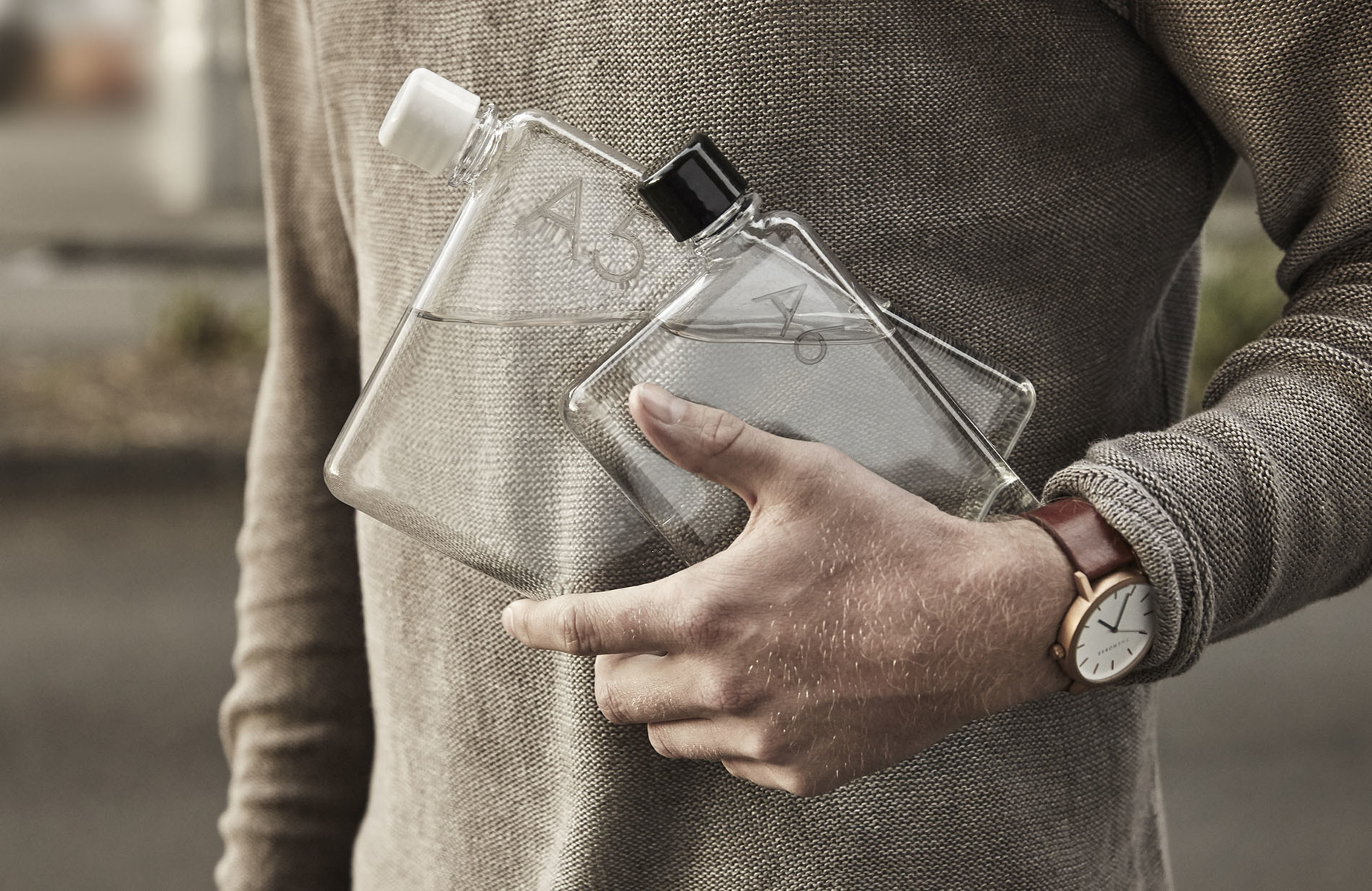 memobottle | Featured in the 2016 Oscars (R) gift bags | The memobottle is a premium, slim and reusable water ...