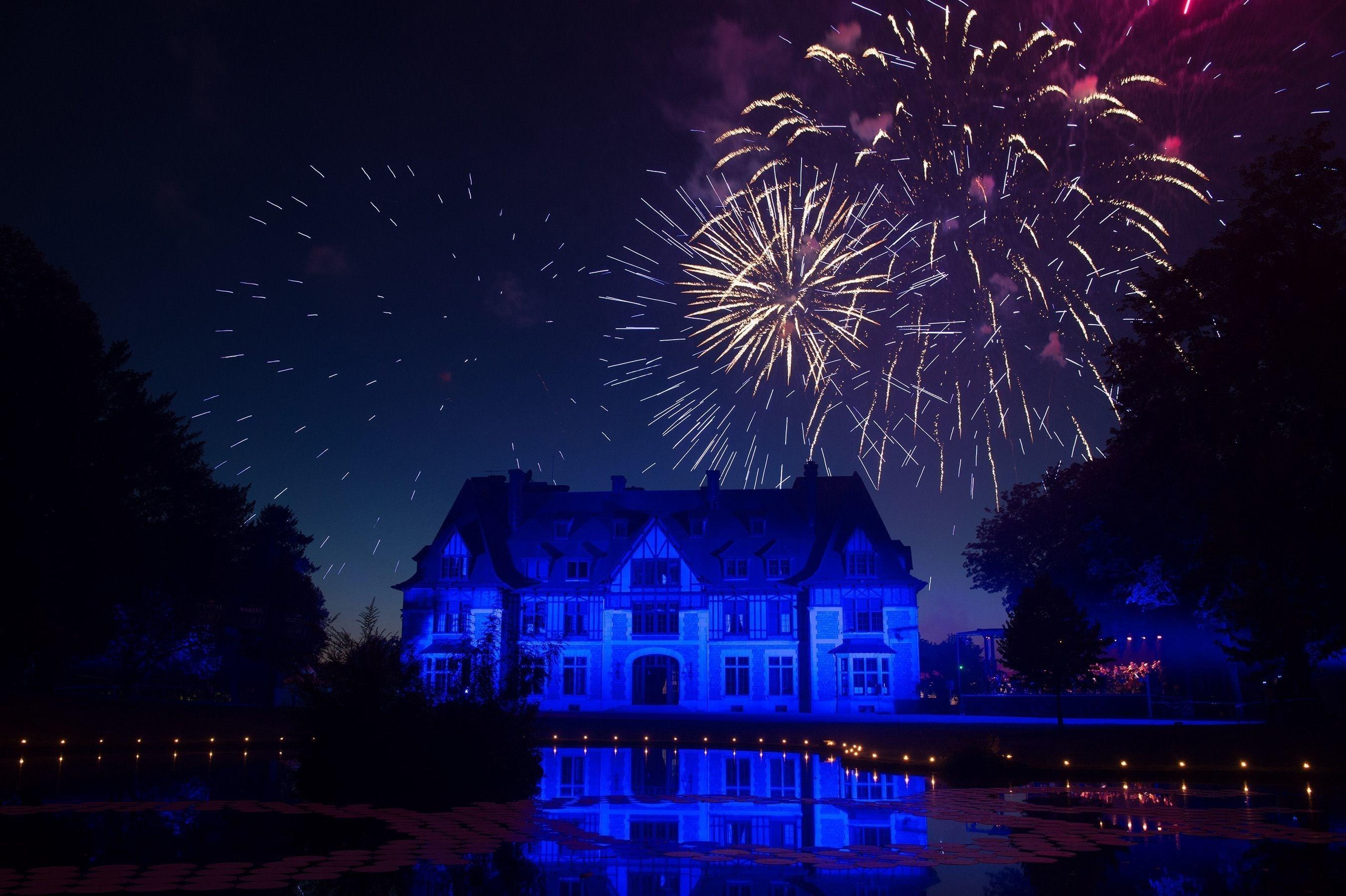 Martell - Tricentenaire Chanteloup fireworks (PRNewsFoto/Maison Martell) (PRNewsFoto/Maison Martell)