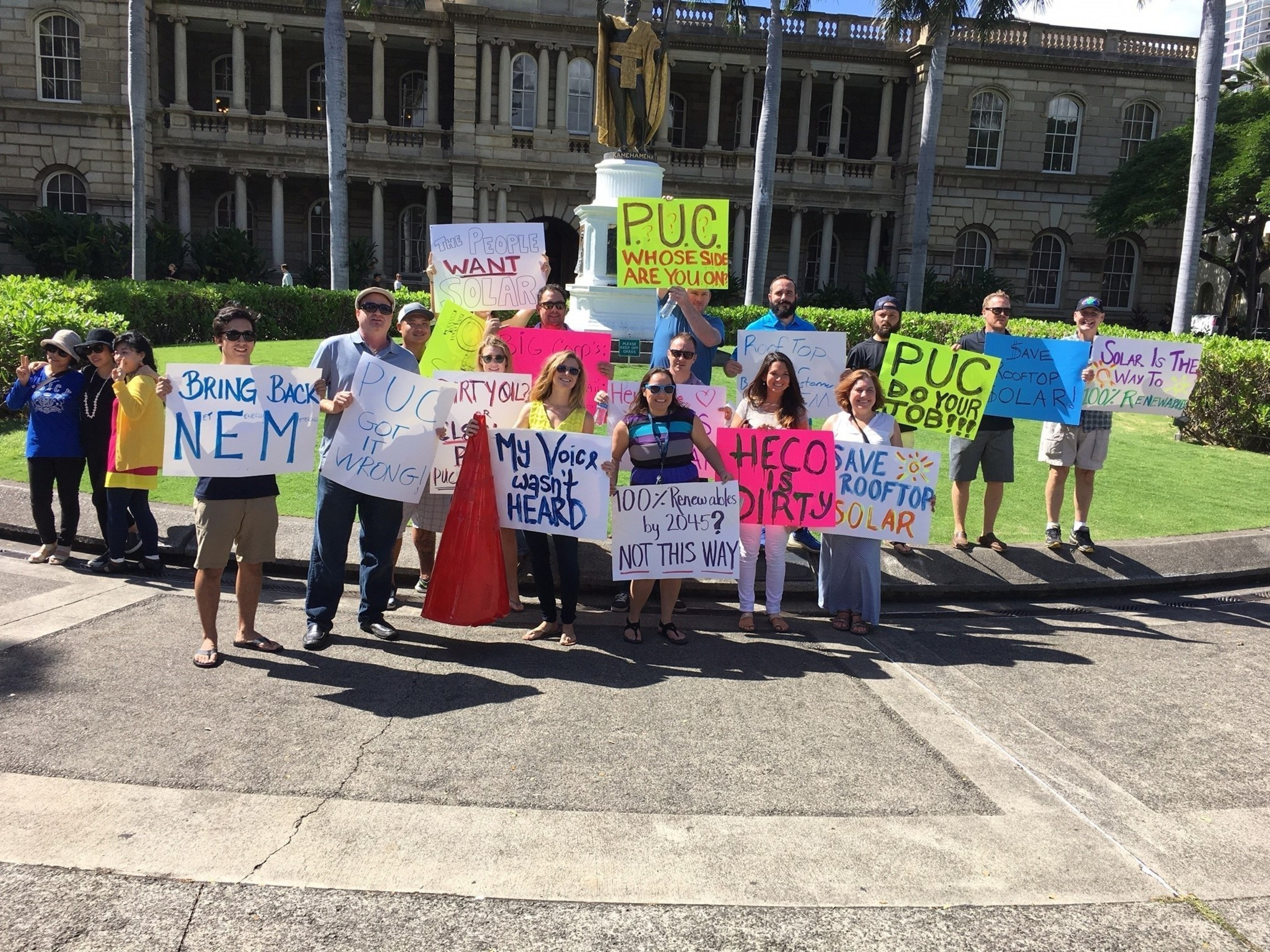 Solar supporters rally in front of the Hawaii Public Utilities Commission