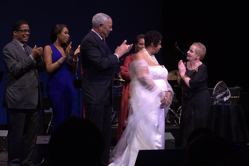 Herbie Hancock, Jennifer Hudson, Colin Powell, Dianne Reeves, Madeleine Albright present Aretha Franklin with the Institute's Founder's Award at the Thelonious Monk Institute of Jazz 25th Anniversary Celebration.  (PRNewsFoto/Thelonious Monk Institute of Jazz)
