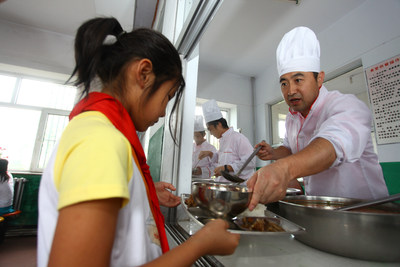 President Wang Xuning distributing meals to students