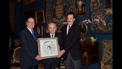 His Serene Highness Prince Albert II, Crowne Prince of Monaco, receiving the Friend of Zion Award from Israel's 9th President Shimon Peres and Dr. Mike Evans (PRNewsFoto/Friends of Zion Museum)