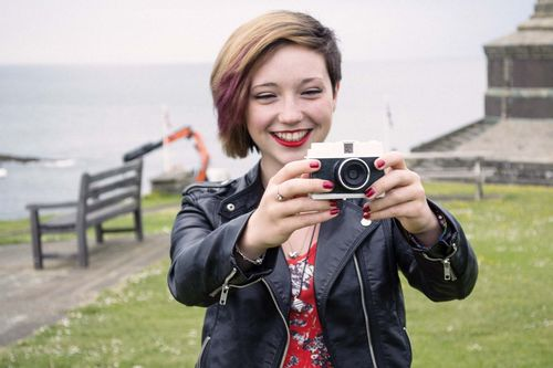 Model Rowan Thomas poses with the Digital Diana (PRNewsFoto/Cyclops Cameras)