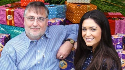 Model Casey Batchelor Makes Personal Delivery to GalaBingo.com ÂPounds Sterling5,000 Christmas Hamper Winner! (PRNewsFoto/Gala Interactive)
