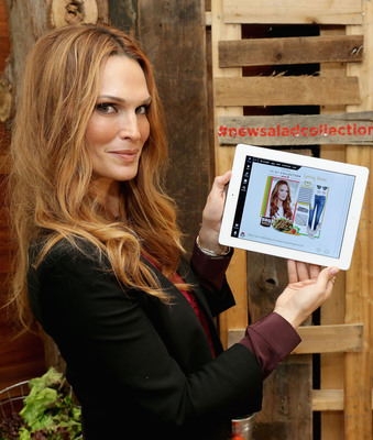 Actress and Fashion Icon Molly Sims adds style to Wendy's #NewSaladCollection at an exclusive fashion event to celebrate their new Asian Cashew Chicken and BBQ Ranch Chicken Salads and kick off online style board contests on Polyvore.com/Wendys. Molly will be the contest judge, choosing her favorite salad-inspired looks from March - July. (PRNewsFoto/The Wendy's Company, Neilson Barnard/Getty Images) (PRNewsFoto/THE WENDY'S COMPANY)