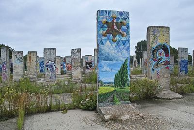 Painting the Berlin Wall