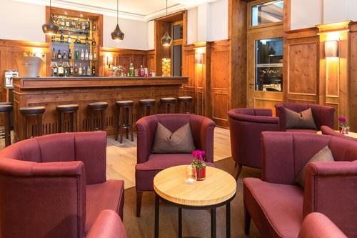 Il historico Alpina Bar al The Alpina Mountain Resort & Spa, Tschiertschen, Svizzera / Testo complementare con ...