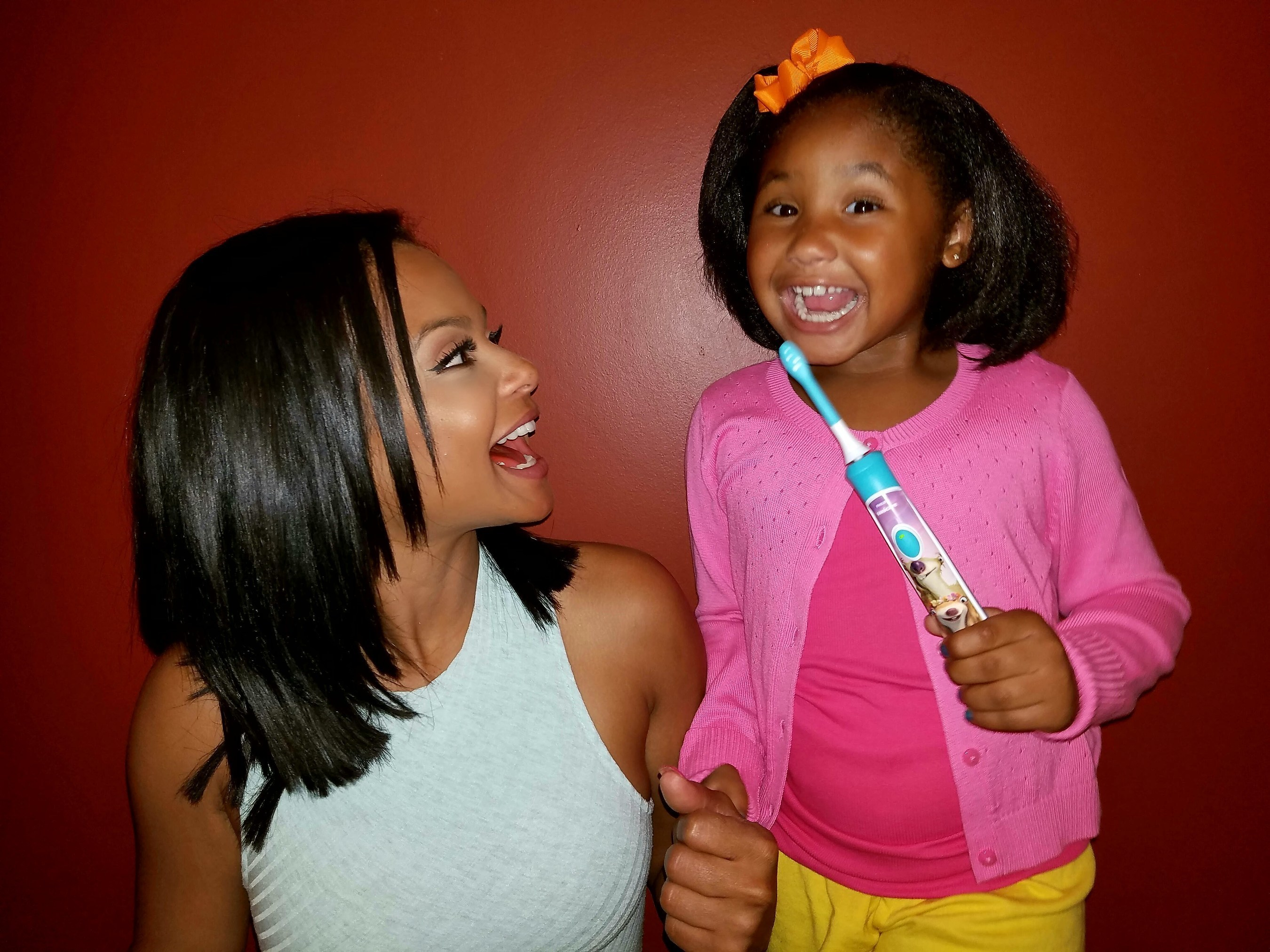 #IceAge: #CollisionCourse hits theaters on July 22 and Violet is getting ready by brushing with her Ice Age Philips Sonicare For Kids & Sparkly app every day. I also love it because I know she's doing a good job brushing her teeth! #littlesmiles #sponsored