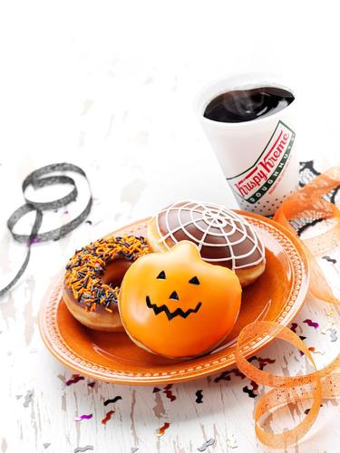This Halloween, treat the whole ghostly gang to their favorite terrorific treats from Krispy Kreme.  (PRNewsFoto/Krispy Kreme Doughnut Corporation)