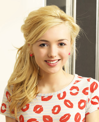 Peyton List.  (PRNewsFoto/Art Van Furniture)