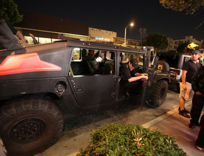 "Pizza Hut executed the Big Dinner Box ""land"" delivery under the stars on Nov. 7 in Los Angeles. Pizza Hut employees poured out of military vehicles to surprise a crowd of gamers with the new product.   (PRNewsFoto/Pizza Hut)"