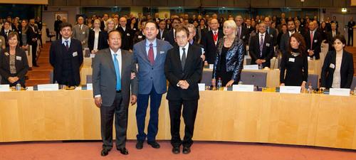 Mr. Prem Rawat, the Honorable Gianni Pitella, Dr.  Anthony Sheldon.  (PRNewsFoto/The Prem Rawat Foundation)