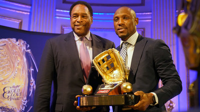 Rawlings Gold Glove Award winning left fielder Starling Marte (right) of the Pittsburgh Pirates(TM) accepts his award from 7-time Rawlings Gold Glove award winner Dave Winfield at the Rawlings Gold Glove Awards in New York City on November 13, 2015.