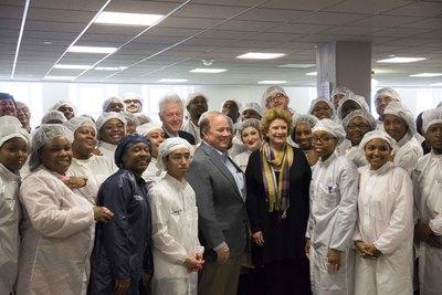 President Clinton, Detroit Mayor Mike Duggan, U.S. Senator Debbie Stabenow, Shinola Factory Workers  (PRNewsFoto/Shinola)