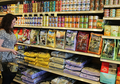 MOM's Organic Market Takes Action on Unsustainable Pet Food Trend