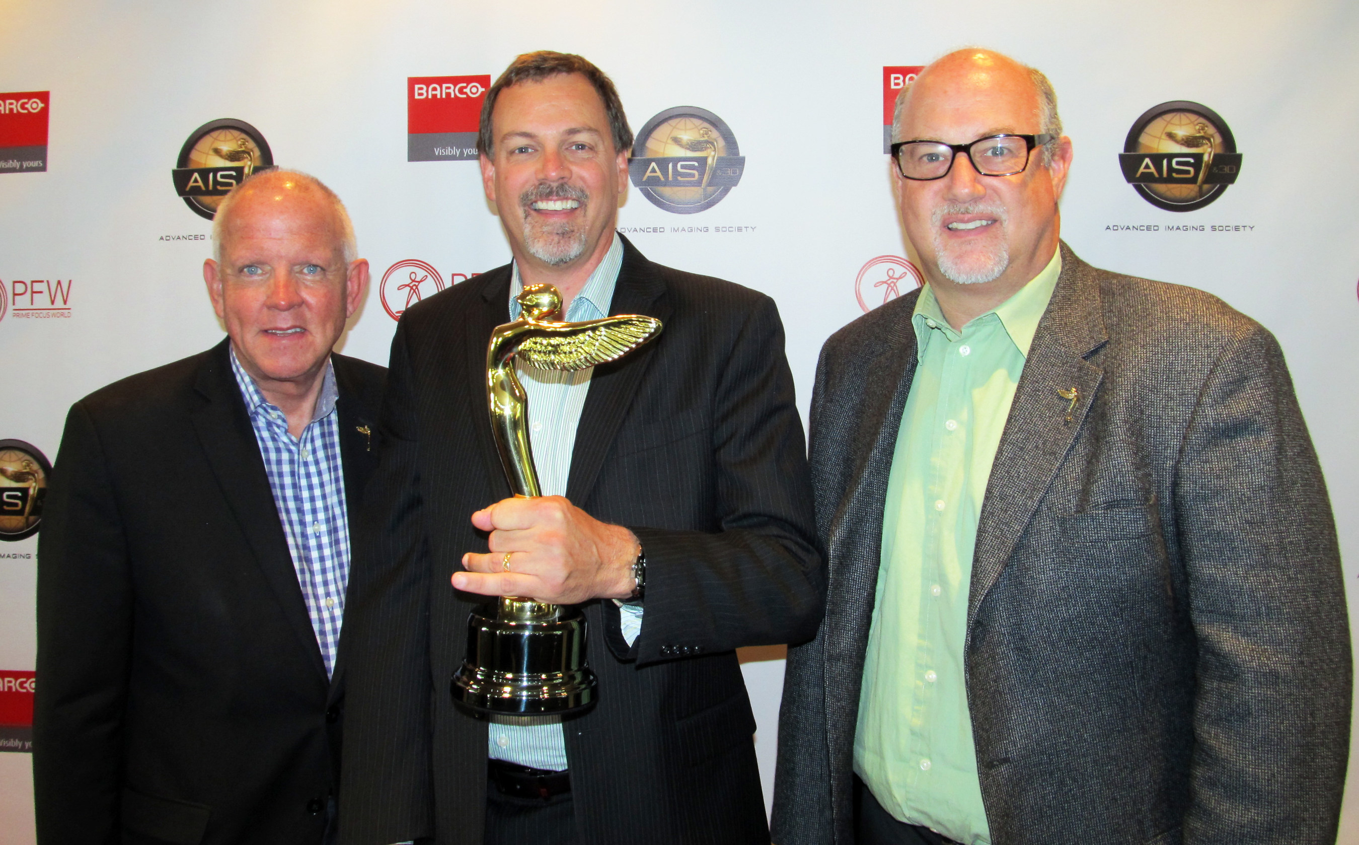 Stream TV Business Development VP Bud Robertson (center) with Advanced Imaging Society President Jim Chabin (left) and AIS Chairman Mike DeValue (right) receives Lumiere Award for the company's breakthrough Ultra-D glasses-free 3D technology at Paramount Studios in Hollywood. Source: www.movebeyond3D.com