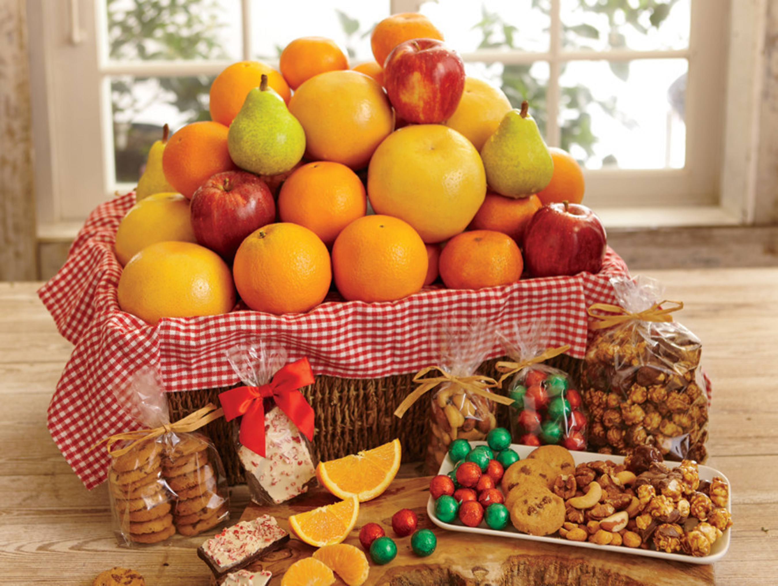 Unique fruit gifts shipped fresh by Hale Groves in Vero Beach, Florida