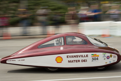 Mater Dei High School's Show It Off America grand prize winning car gets almost 900 mpg.  (PRNewsFoto/AutoZone)