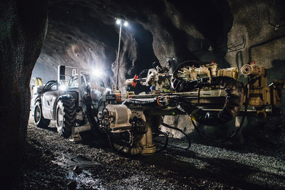 The Boart Longyear MDR700 underground coring rig offers wide drilling angles, quick set up, easy operation and maintenance, advanced mobility and engineered safety controls.