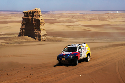 GAC GONOW's Aoosed GX5 racing in the Taklimakan Desert.  (PRNewsFoto/GAC GONOW AUTO CO., LTD)