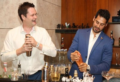 Dino Morea tries his hand at creating Scotch Whisky cocktails with Diageo Brand Ambassador Nicholas Ord (PRNewsFoto/United Spirits Limited)