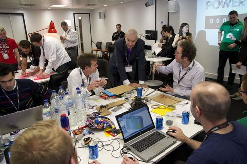 Jon Snow discussing domestic energy solutions at Power Hack 2014 (PRNewsFoto/RS Components)