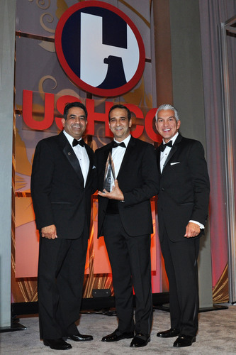 The United States Hispanic Chamber of Commerce (USHCC) presented David Hernandez, co-founder and CEO of Liberty Power, with the 2013 Businessman of the Year Award. Hernandez accepted his award at the 34th Annual USHCC National Convention which took place September 15-17 in Chicago, Illinois. From left to right: Marc Rodriguez, USHCC Chairman of the Board; David Hernandez, co-founder and CEO of Liberty Power; and Javier Palomarez, USHCC President & CEO.  (PRNewsFoto/Liberty Power)