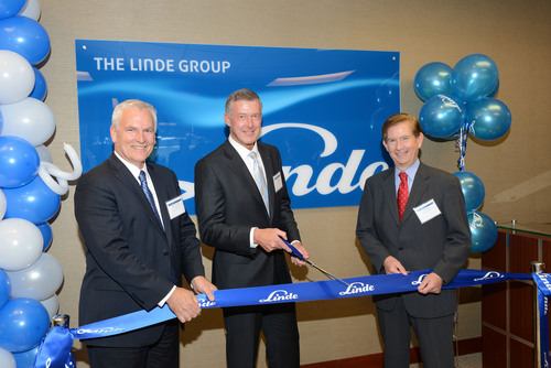 The Houston office inauguration (L to R) : Bruce Hensinger, CEO and President of Linde Engineering, Tom Blades, member of the  Executive Board, Linde Group and Pat Murphy, President of Linde North America.  (PRNewsFoto/Linde North America)