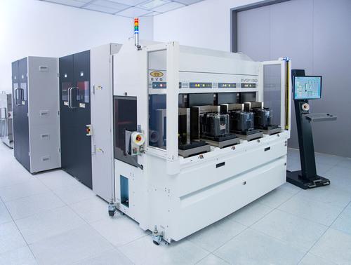 EVG(R)150N XT Automated NanoSpray(TM) Coating System. (PRNewsFoto/EV Group) (PRNewsFoto/EV GROUP)
