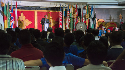 Speaking to university students in Indonesia and Malaysia, Prem Rawat emphasized that people have the power to find peace in their own lives despite immense societal challenges.