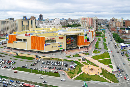Amstar and Renaissance sell the Aura Shopping Center in Novosibirsk, Russia to RosEuro Development. The center comprises more than 200 stores and 61,000 square meters (656,600 square feet) of leasable area over four floors.  (PRNewsFoto/Amstar)