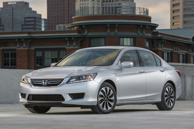 Honda Accord Hybrid and Civic Natural Gas Named to KBB.com's 10 Best Green Cars of 2014 List. (PRNewsFoto/American Honda Motor Co., Inc.)