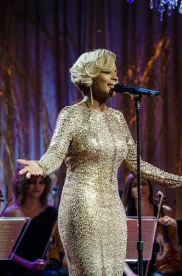 'A Mary Christmas' with Mary J. Blige airing Thanksgiving on REVOLT TV. (PRNewsFoto/REVOLT TV) (PRNewsFoto/REVOLT TV)