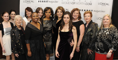 The L'Oreal Paris Women of Worth Honorees with L'Oreal Paris president Karen Fondu and Kerry Washington.  (PRNewsFoto/L'Oreal Paris)