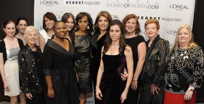 The L'Oreal Paris Women of Worth Honorees with L'Oreal Paris president Karen Fondu and Kerry Washington.  (PRNewsFoto/L'Oreal Paris)