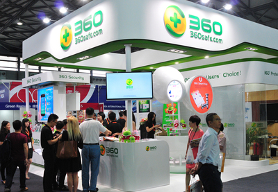 The crowd surround Qihoo 360's booth at MAE 2014